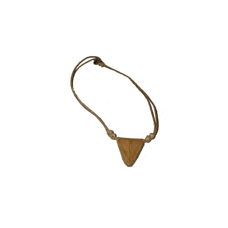 Collier pendentif grigri en cuir beige